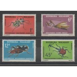 Madagascar - 1966 - No 420/421 - 427/428 - insectes