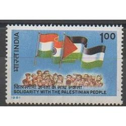 Inde - 1981 - No 692 - Drapeaux