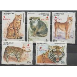 Azerbaïdjan - 1997 - No 335/339 - Chats - Mammifères - Santé ou Croix-Rouge