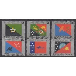 Papouasie-Nouvelle-Guinée - 2001 - No 854/859 - Drapeaux