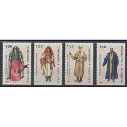 Tadjikistan - 1997 - No 96/99 - Costumes