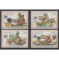 Ghana - 1985 - No 903/906 - Enfance - Santé ou Croix-Rouge