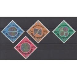 Montserrat - 1975 - No 324/327 - Monnaies, billets ou médailles