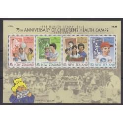 Nouvelle-Zélande - 1994 - No BF95 - Santé ou Croix-Rouge - Enfance - Timbres sur timbres