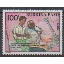 Burkina Faso - 1992 - No 853 - Nations unies - Santé ou Croix-Rouge