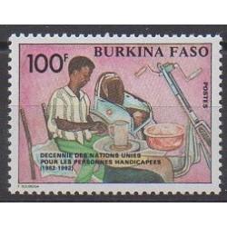 Burkina Faso - 1992 - No 853 - Nations unies - Santé ou Croix-Rouge
