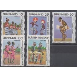 Burkina Faso - 1986 - No 717/721 - Folklore