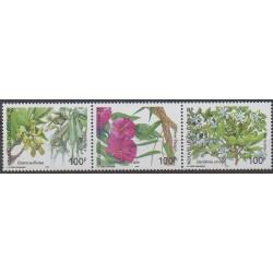 Nouvelle-Calédonie - 2004 - No 919/921 - Fleurs