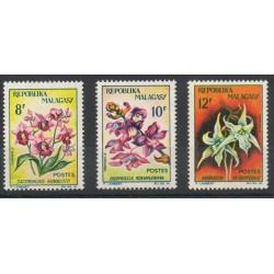 Madagascar - 1963- No 385/387 - Fleurs