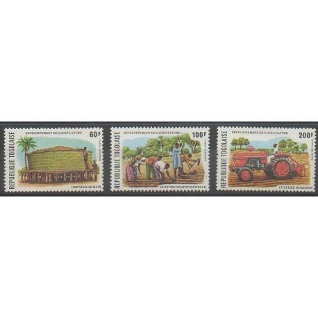 Togo - 1977 - No PA323/PA325 - Artisanat ou métiers