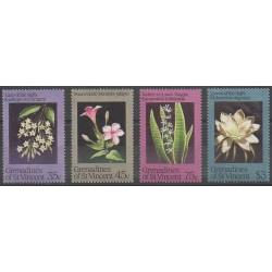 Saint-Vincent (Iles Grenadines) - 1984 - No 351/354 - Fleurs