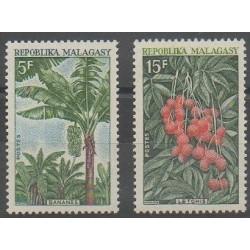 Madagascar - 1969 - No 465/466 - Fruits ou légumes