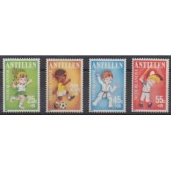 Antilles néerlandaises - 1986 - No 785/788 - Enfance - Sports divers