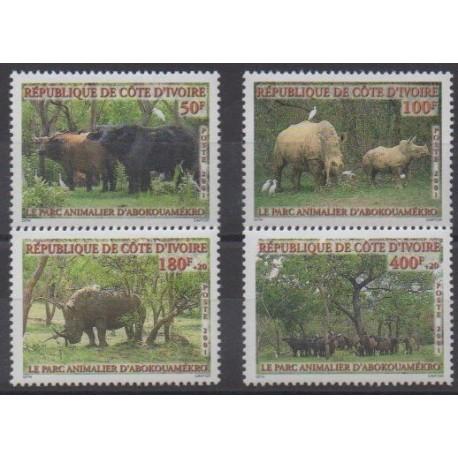 Côte d'Ivoire - 2001 - No 1074/1077 - Mammifères - Parcs et jardins