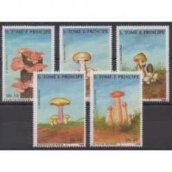 Saint-Thomas et Prince - 1988 - No 899/903 - Champignons - Oblitérés