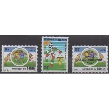 Bénin - 1990 - No 685/686 et 688 - Coupe du monde de football